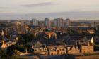阿伯丁市:英国房价排名不佳,但有改善迹象。