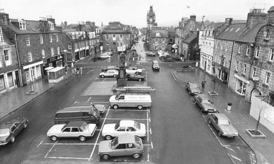 A view of The Square, Huntly in November 1984.