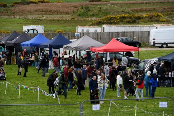 CR0028341 Food and Drink - Chapelton farmers' market at Burgess Park, Chapelton, Aberdeenshire.  Picture by Kenny Elrick     23//2021