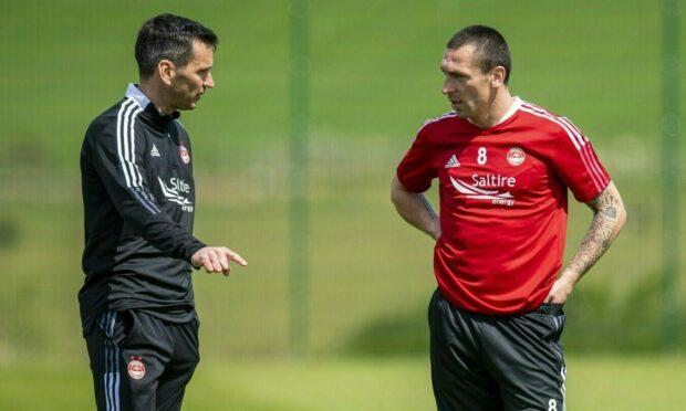 Aberdeen manager Stephen Glass with midfielder Scott Brown.