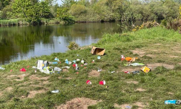 Litter at Inchgarth Reservoir in Aberdeen.