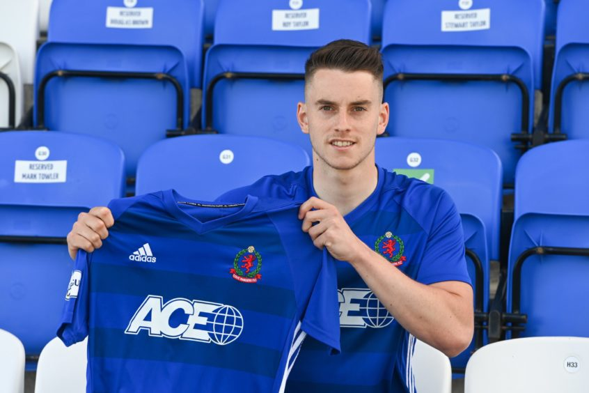Robbie Leitch signed a two-year deal with Cove Rangers.