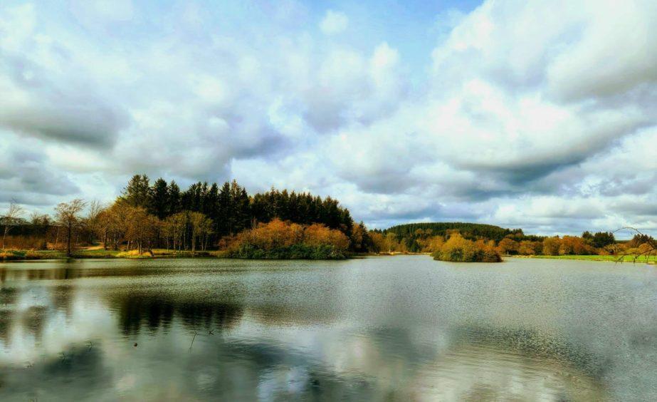 VA May - RediscoverABDN - Suzanne Drummond - Pitfour Lake