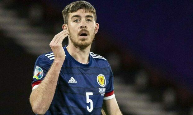 阿伯丁在2020年欧洲杯附加赛对阵以色列的比赛中签下了苏格兰的德克兰·加拉赫。