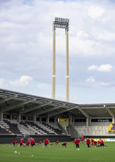 The winner of the tie will face Austria Wien or Breidablik in the third qualifying round.