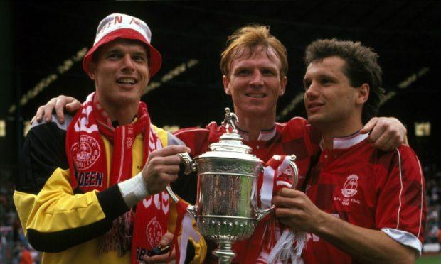 阿伯丁传奇人物西奥·斯奈尔德、亚历克斯·麦克利什和汉斯·吉豪斯在1990年参加了苏格兰杯。