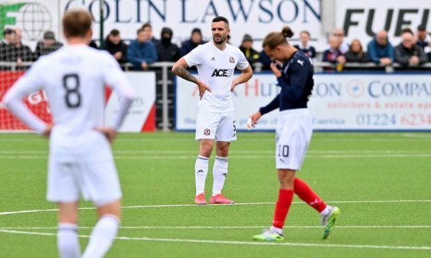 Cove Rangers defender Scott Ross (centre).