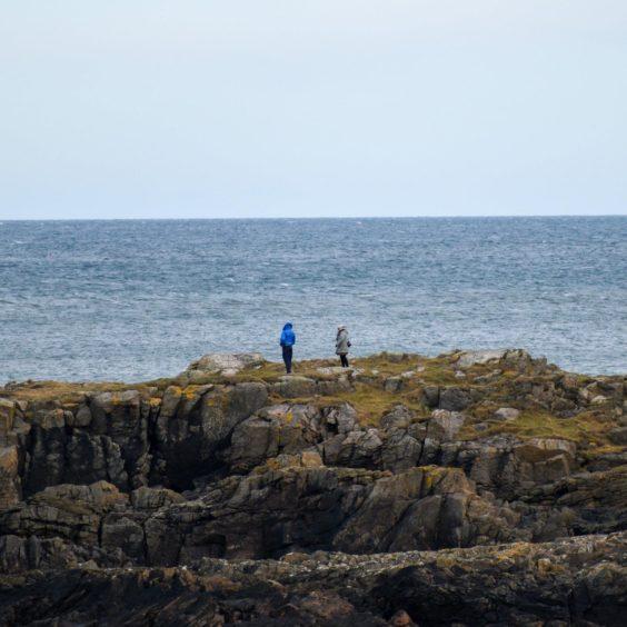 VA Rediscover August - Josh Barron - Beauty Coast accompanied by tiny people in comparison