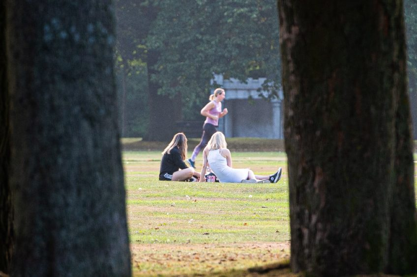 People enjoying the weather in Duthie Park, Aberdeen. Picture by Wullie Marr.