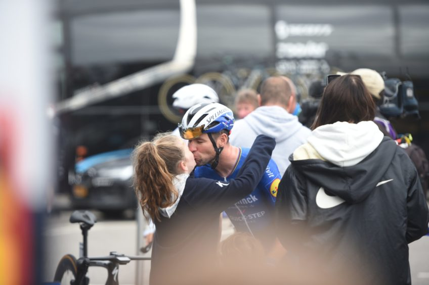 Mark Cavendish signing autographs and being wished good luck by his daughter.