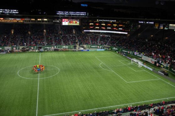 Players in the centre circle during the sixth minute of the NWSL game between Portland Thorns and Houston Dash.