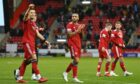 Aberdeen players celebrate at full time after beating Hibs 1-0.