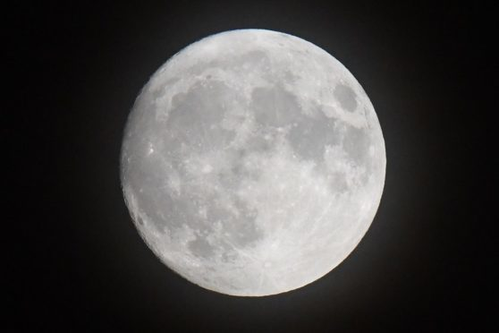 Skygazers ready for 'really beautiful' Beaver Moon