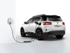 Order books have opened for the Citroen C5 Aircross Hybrid (Citroen)