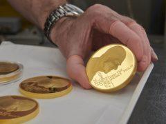一枚金币纪念爱丁堡公爵的生活(皇家薄荷/帕)