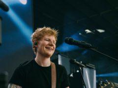 Ed Sheeran在Ipswich镇的足球场(Tiktok / Zakary Walters / Pa)中获得了他新的单一坏习惯的第一个现场表演