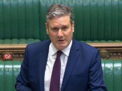 工党领袖基尔·斯塔默爵士向首相鲍里斯·约翰逊提出挑战,要求他详细说明限制结束后将出现多少人死亡、入院和长期感染病例(下议院/PA)