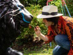 Noel Fielding painting his lion (Joseph Lynn)