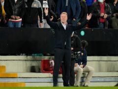 Ronald Koeman gestures during Barcelona's match against Rayo Vallecano (Manu Fernandez/AP)