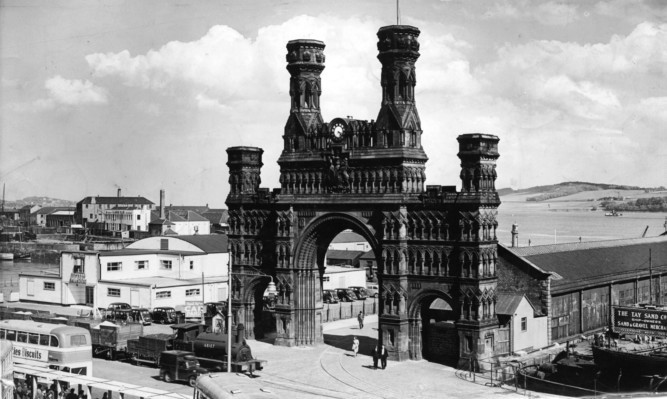 The Royal Arch in its heyday.