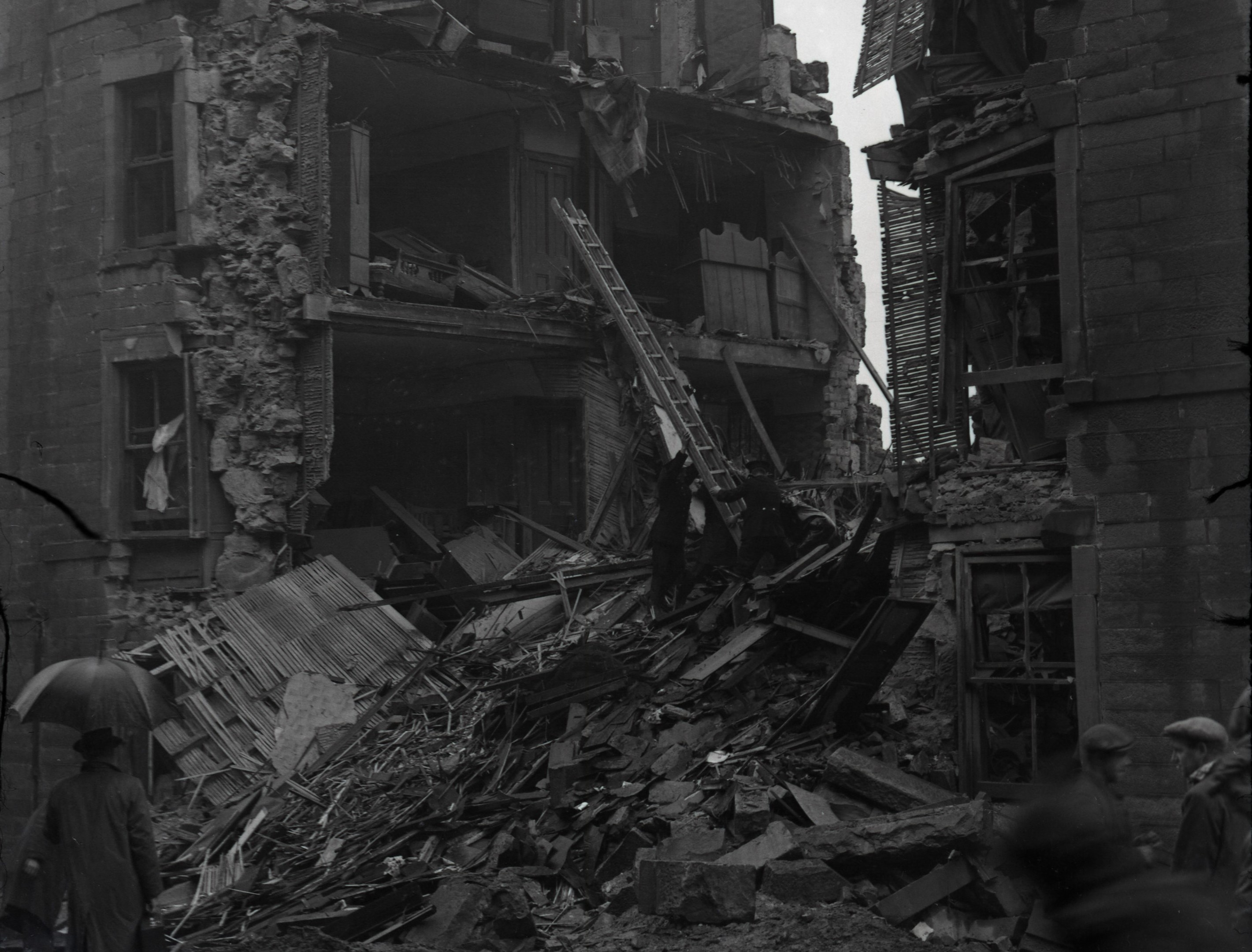 A Nazi bomb-damaged tenement in Rosefield Street in Dundee, 1940.