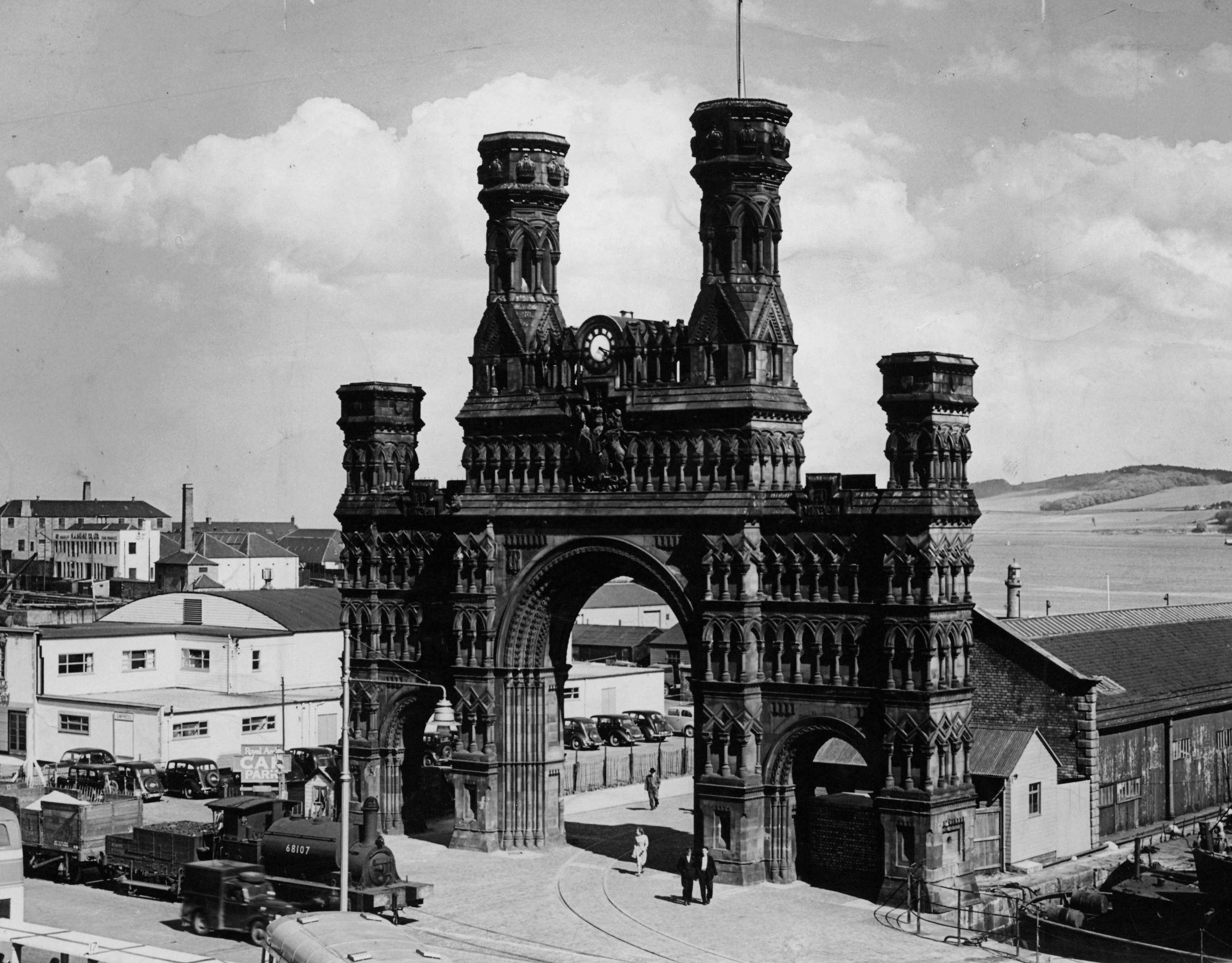 The Royal Arch once stood tall at the Waterfront