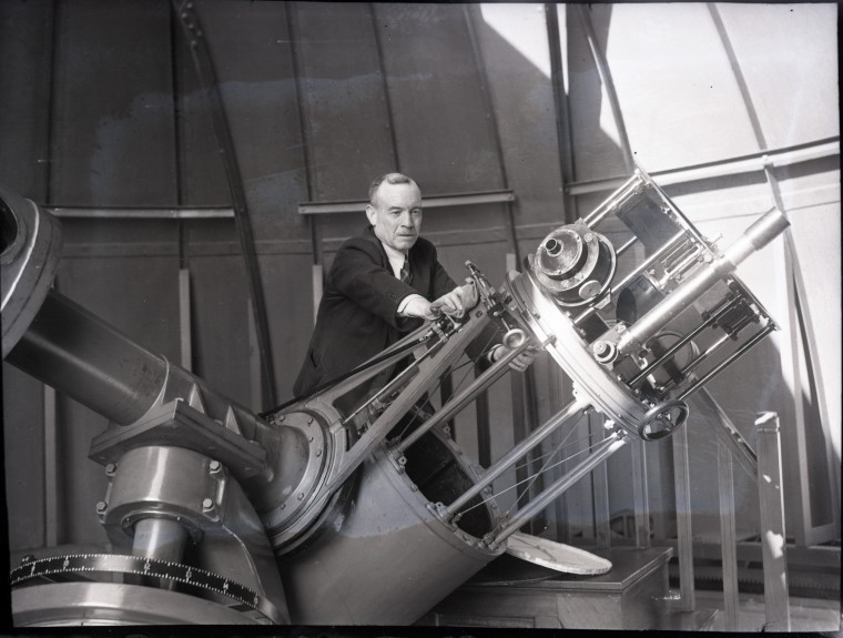 Adjusting the main telescope in 1934.
