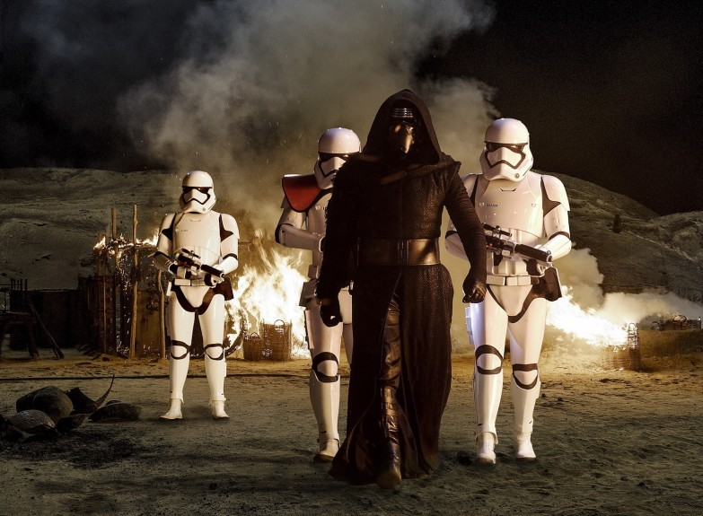 There will be midnight screenings of Star Wars: The Force Awakens.