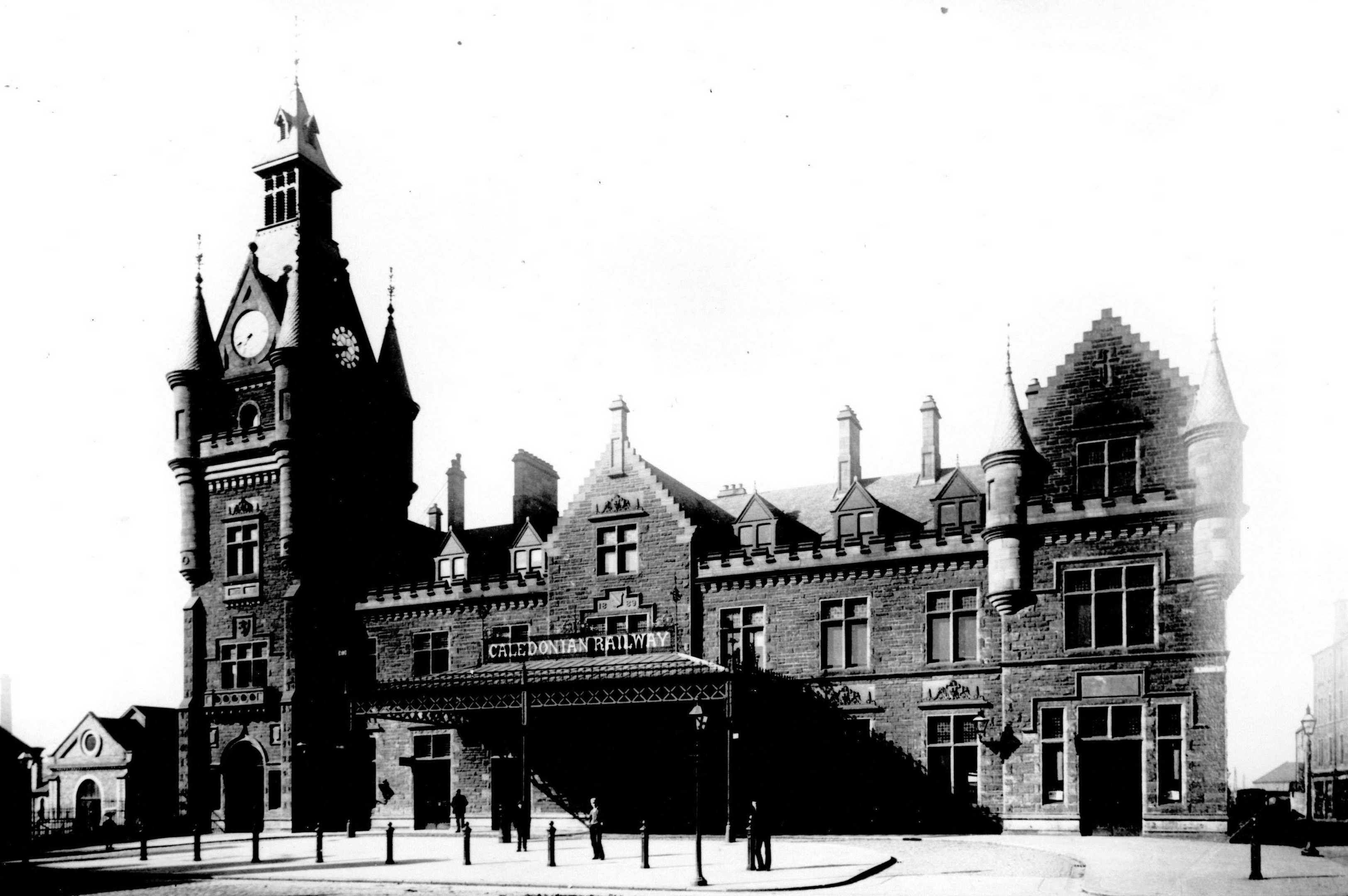 The spectacular Dundee West station building