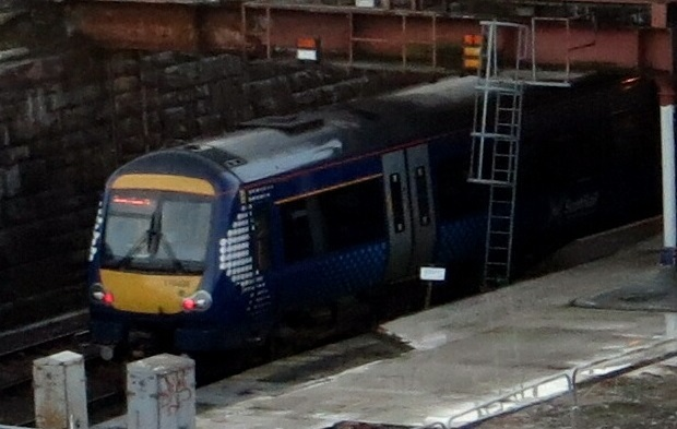 A train at Dundee station