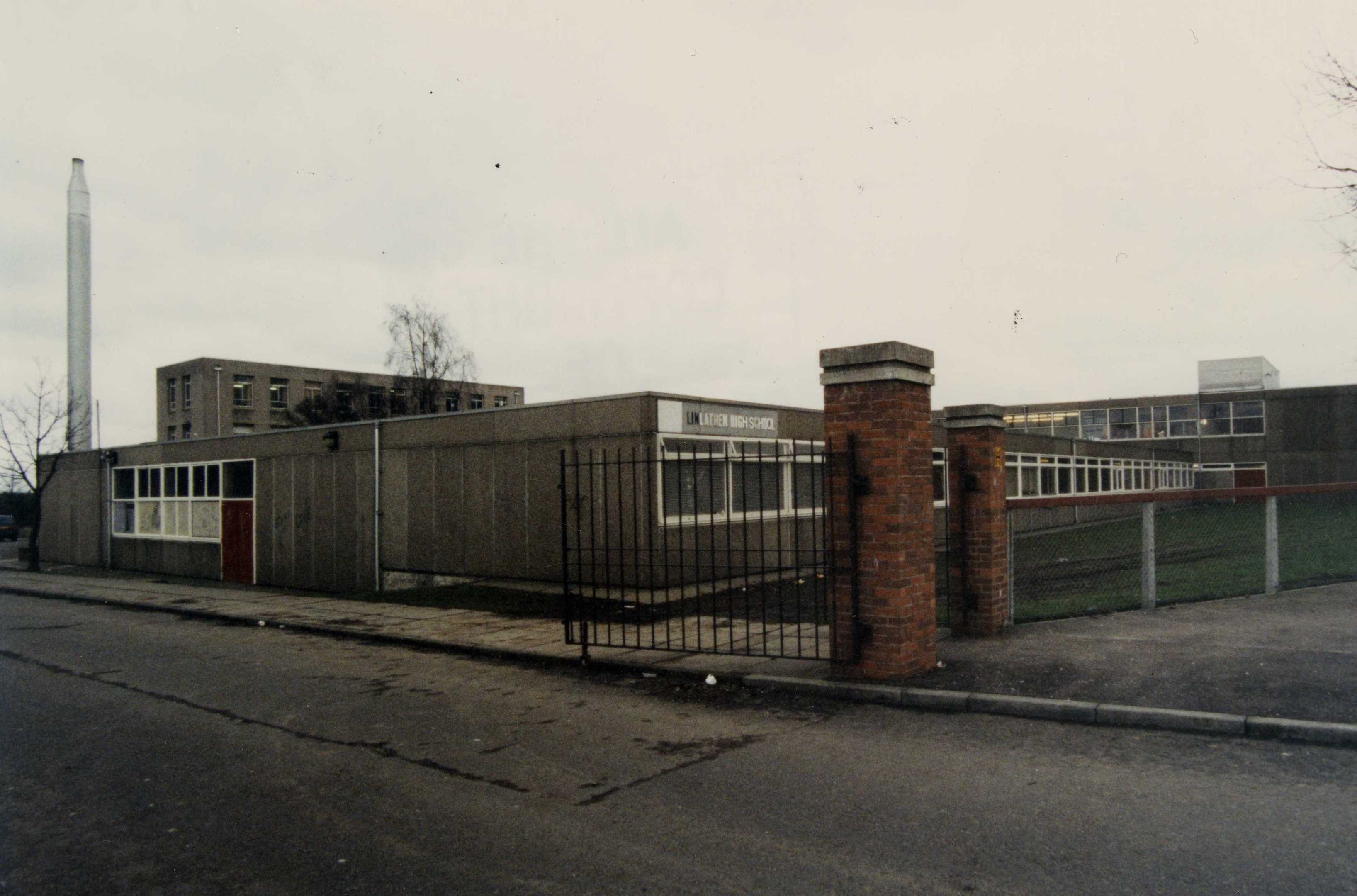 The entrance to the old Linlathen High shortly before its demolition.