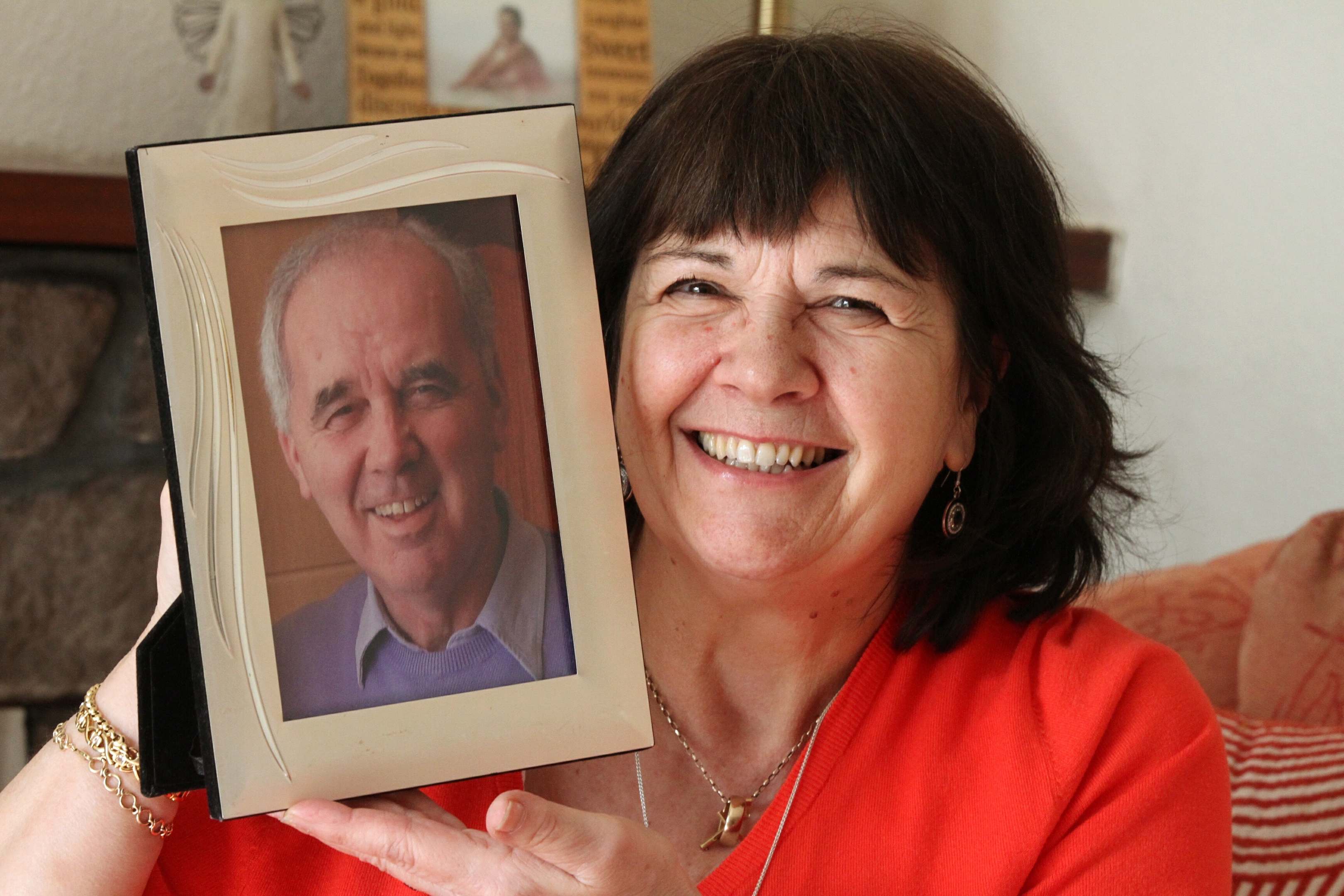 Amanda Kopel with a photo of her beloved husband Frank.