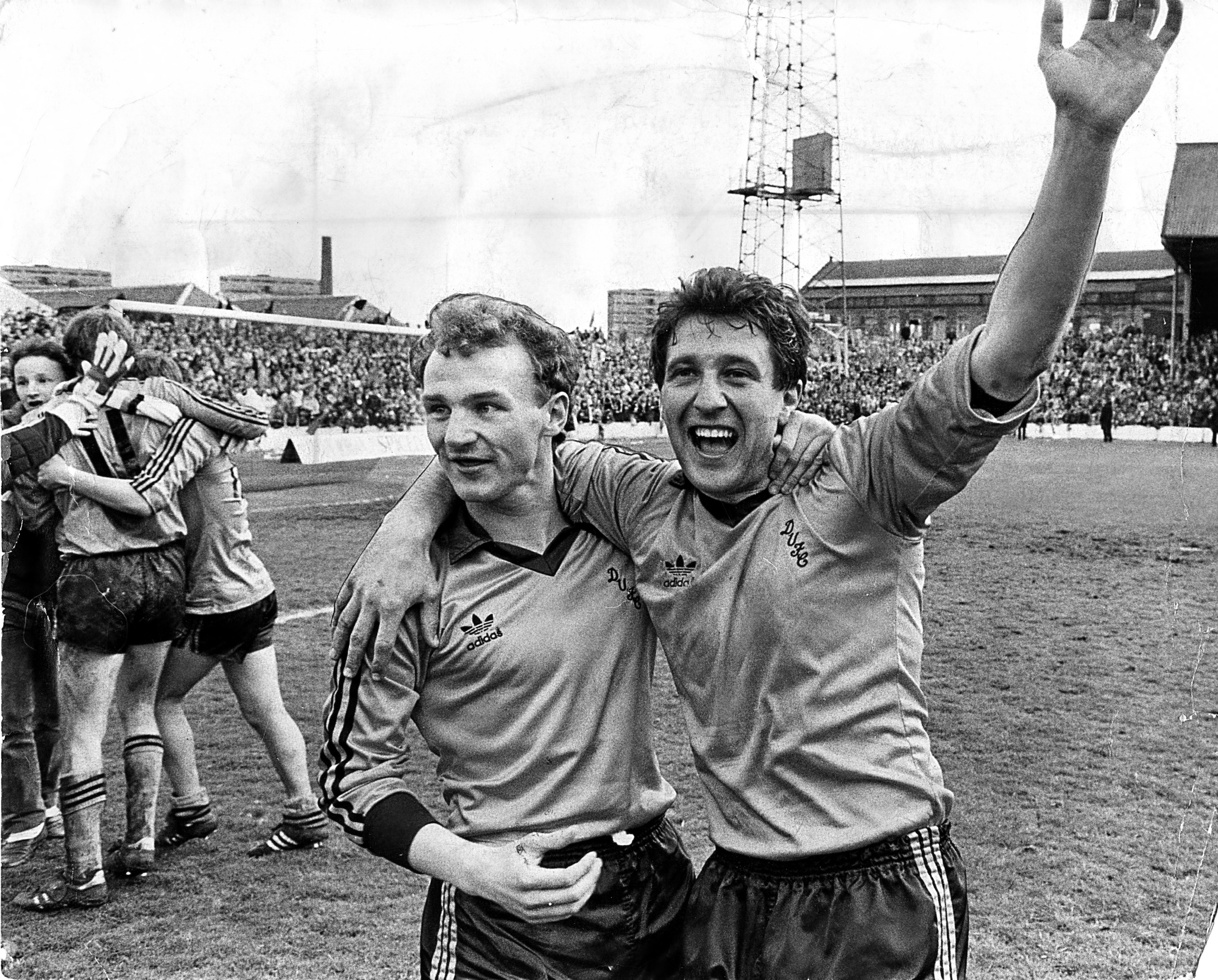 Ralph Milne special edition tribute Dundee Utd v Dundee. John Reilly and Ralph Milne in happy mood.  Dundee United players Ralph Milne and John Reilly.  C&A 16.5.83  C288 1983-05-14 Ralph Milne (C)DCT