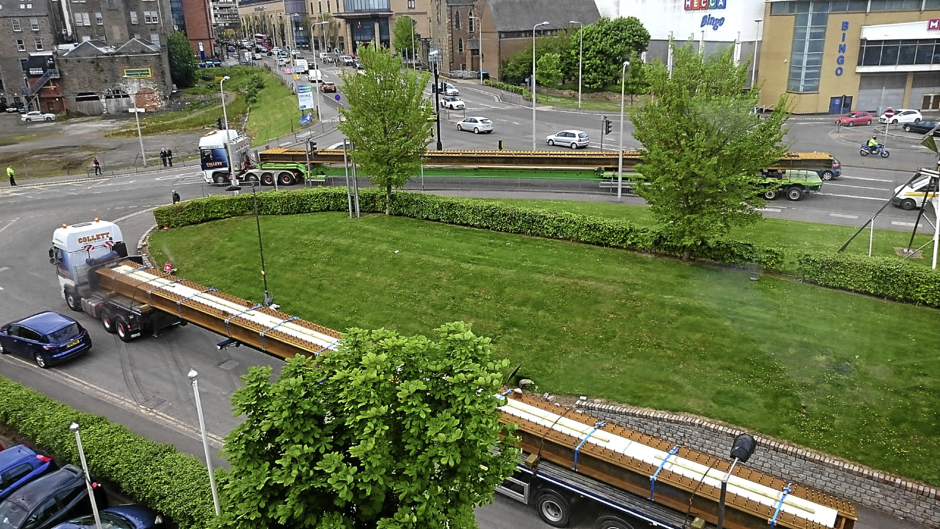 The support beams being delivered to Dundee station earlier this week. Picture by Jimmy Strathearn