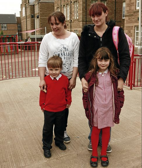 P3 pupil Rhea Hutchison; Louise Tait with son Jamie McPherson and Danielle Murray with daughter Jessica, both of P1