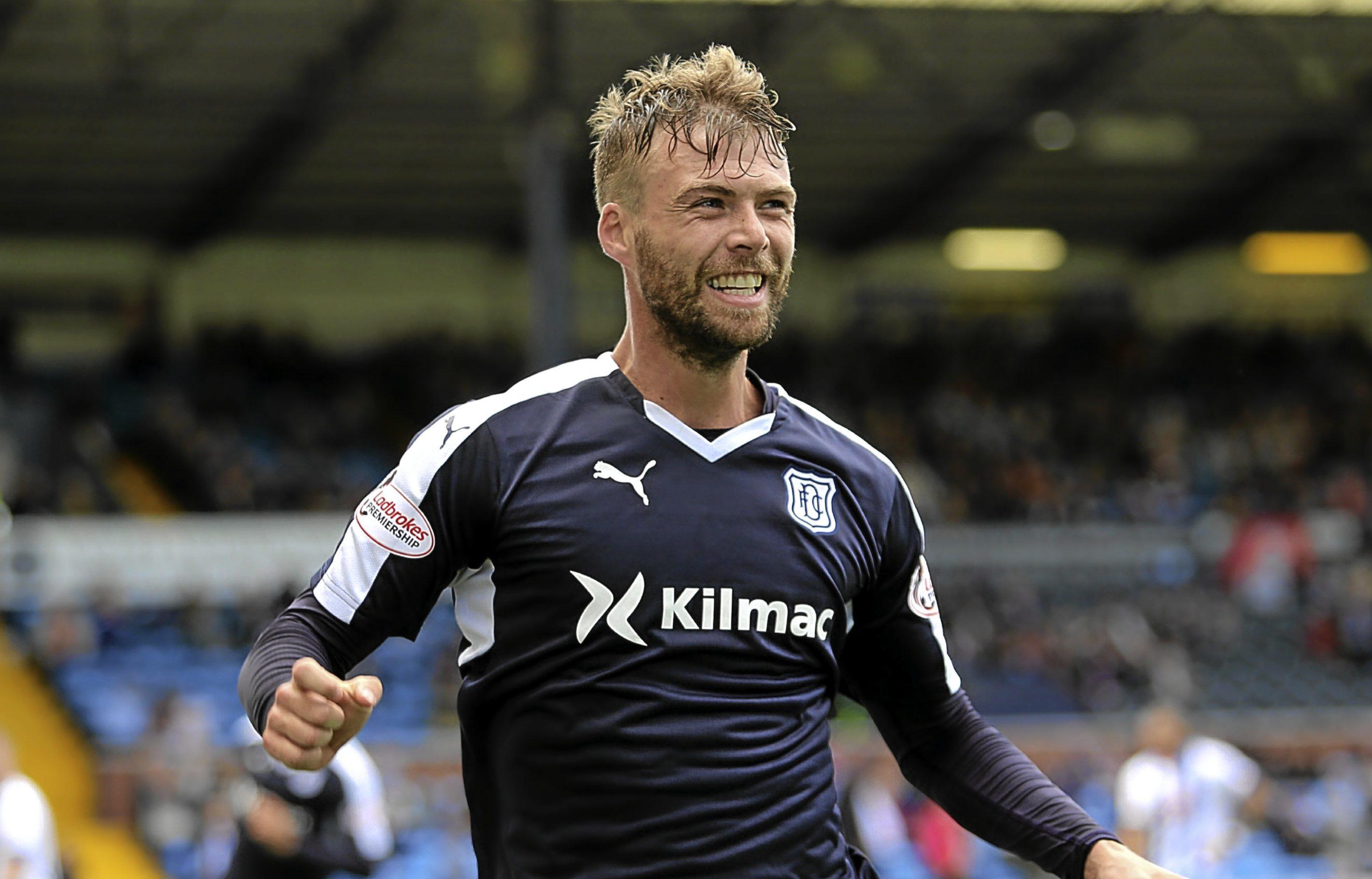 Dundee forward Rory Loy wants to rival strike partner Kane Hemmings next season.