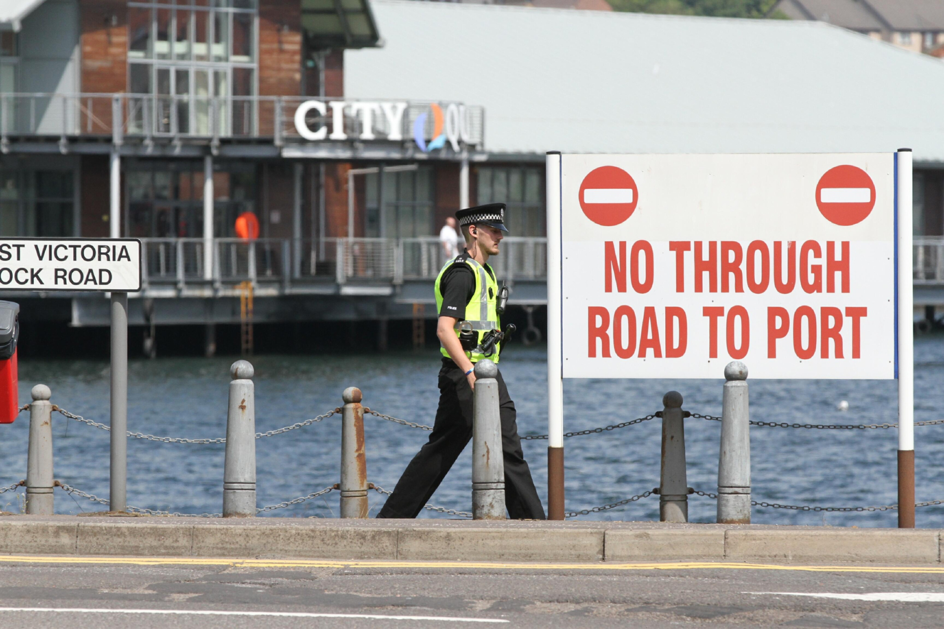 Police investigate reports of a man threatening to jump into the Tay