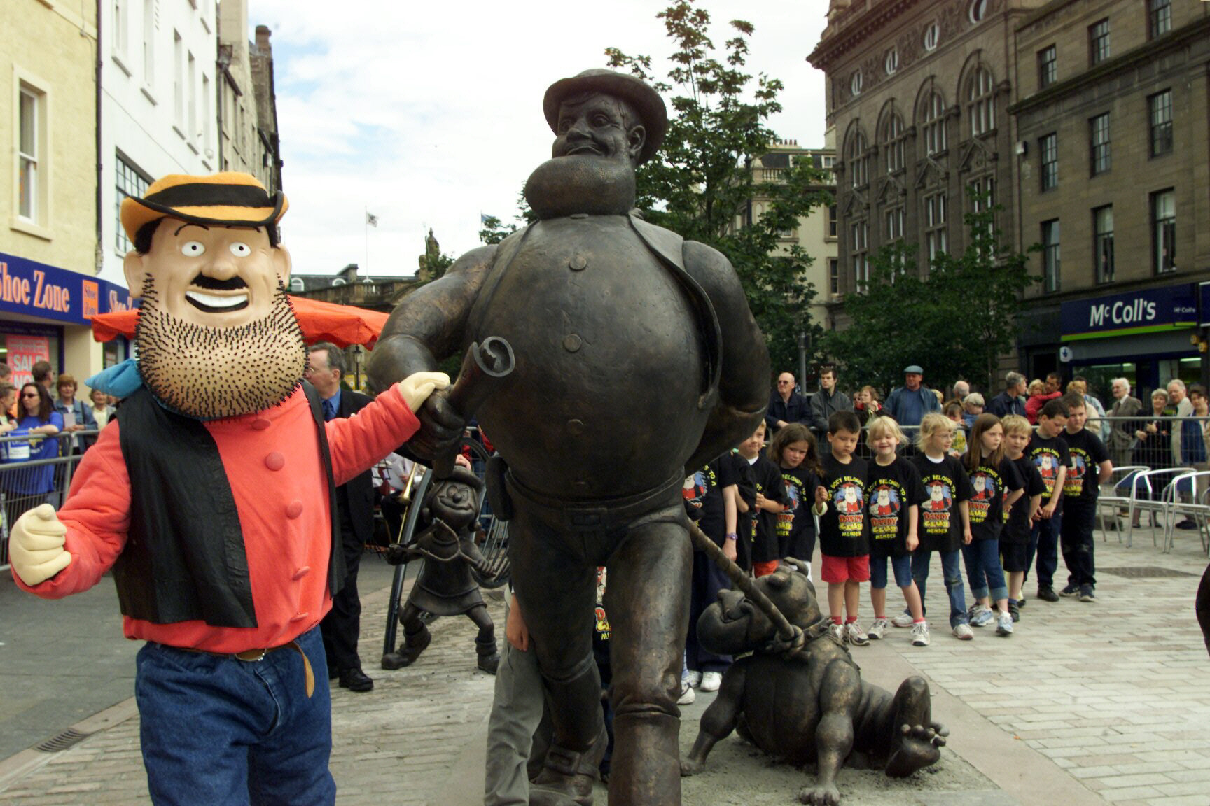 The official unveiling of Desperate Dan in 2001.