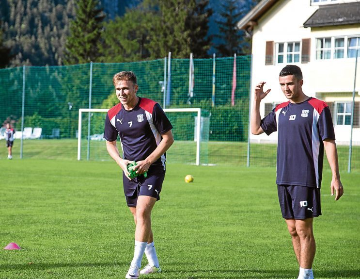 Greg Stewart enjoying training with his Dundee team-mates in Austria. Pic by David Young