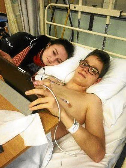 Nic with sister Darya in hospital