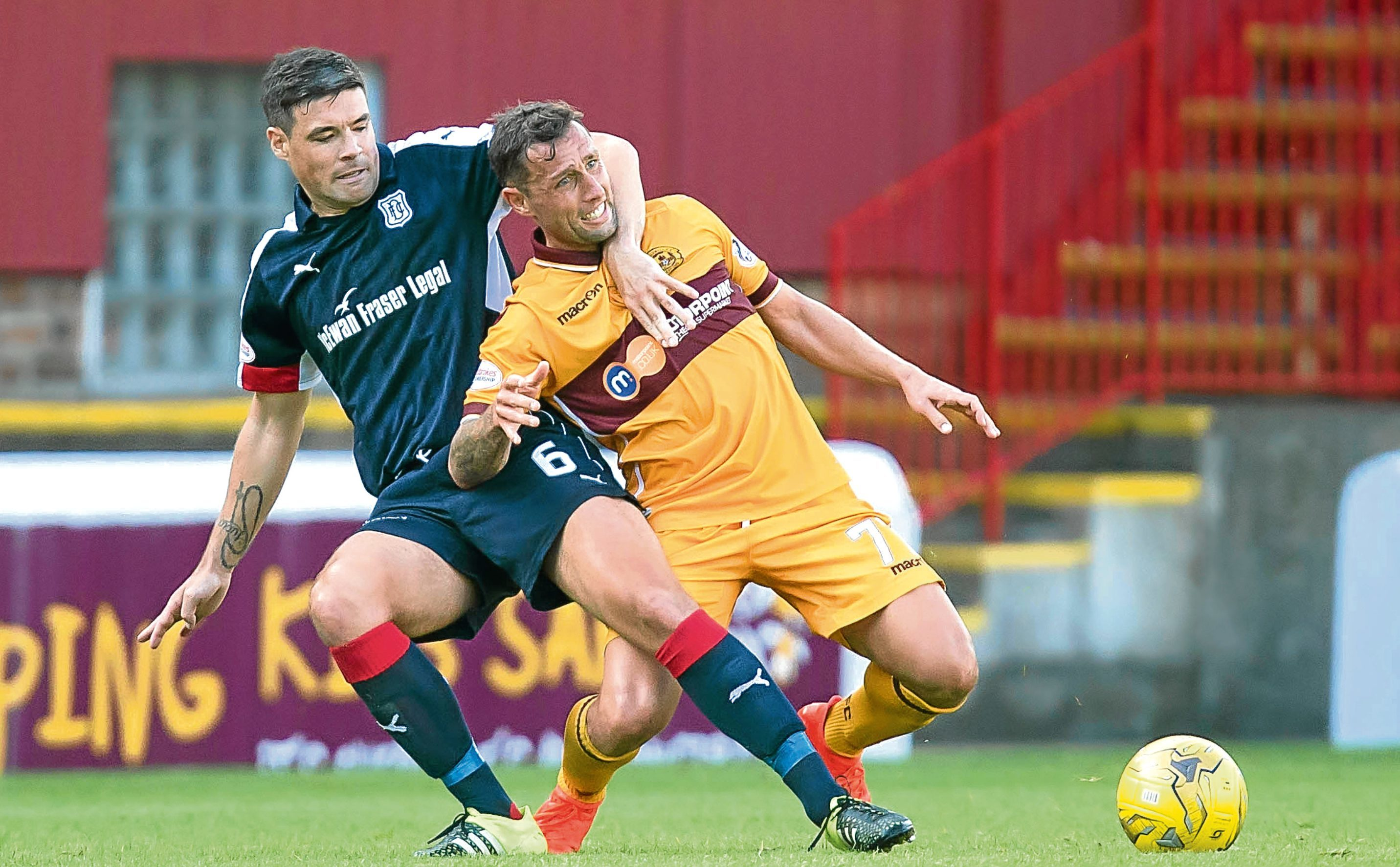 Dundee's Darren O'Dea grapples with Motherwell's Scott McDonald during the Dark Blues' hard-fought draw at Fir Park. Picture by David Young
