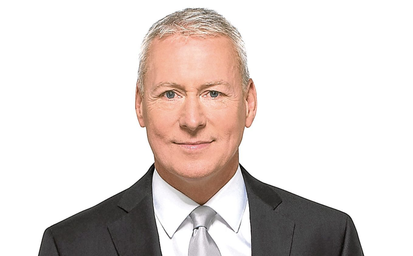 Jim White will be the man in the middle as Sky Sports runs down the clock on the transfer window.