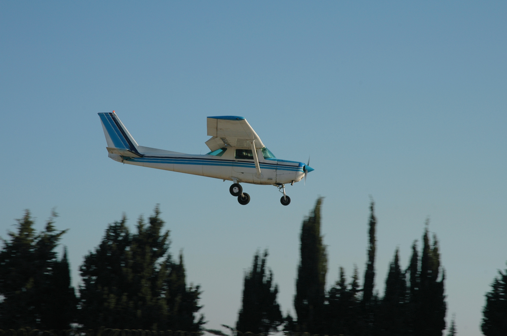 A Cessna aircraft, similar to the one that landed in a Fife field