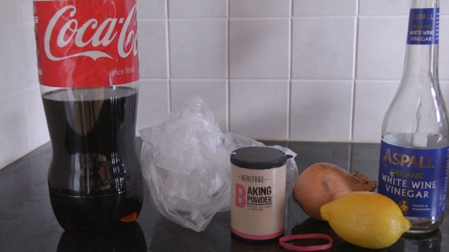 Using Coke to clean a toilet = mind blown.