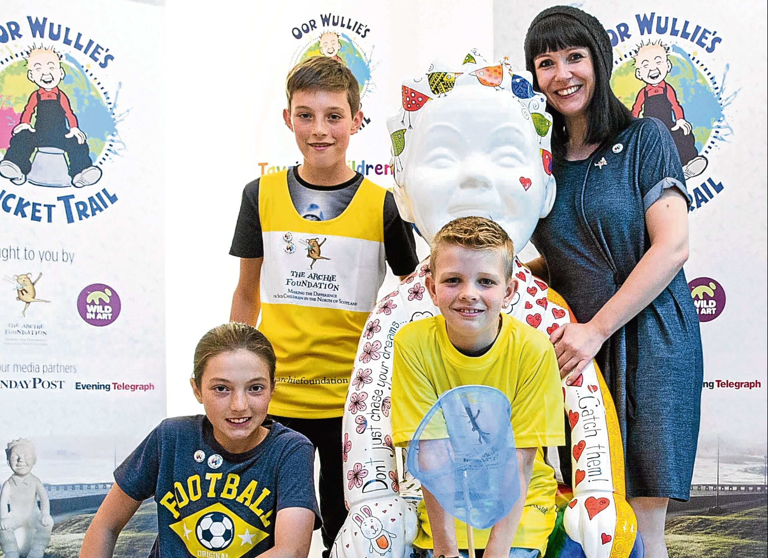 Suzanne Scott with Charlotte Taylor, Alfie Taylor, and Brandyn Bowie and the Dreamcatcher Wullie