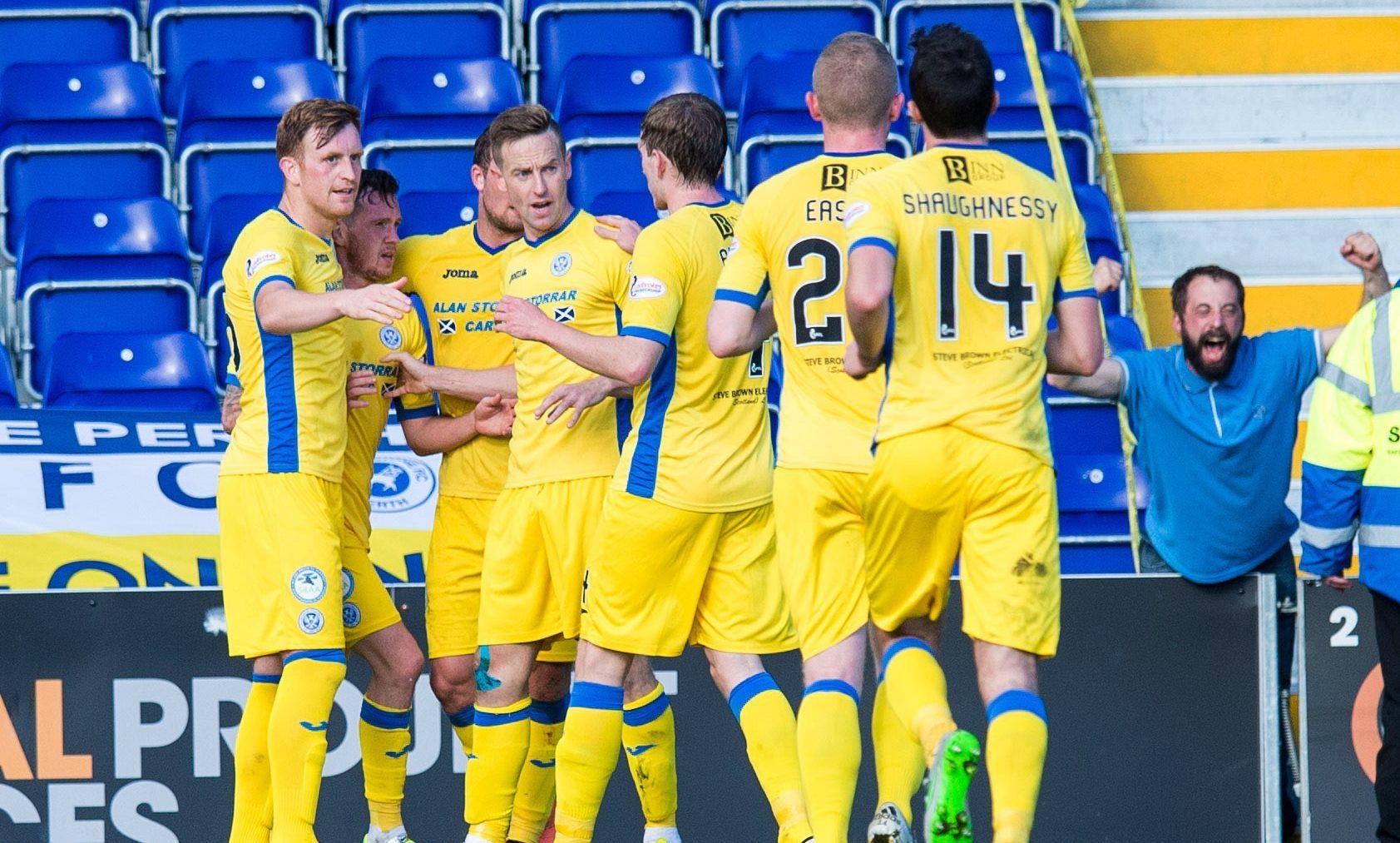 St Johnstone team celebrate Danny Swanson's goal