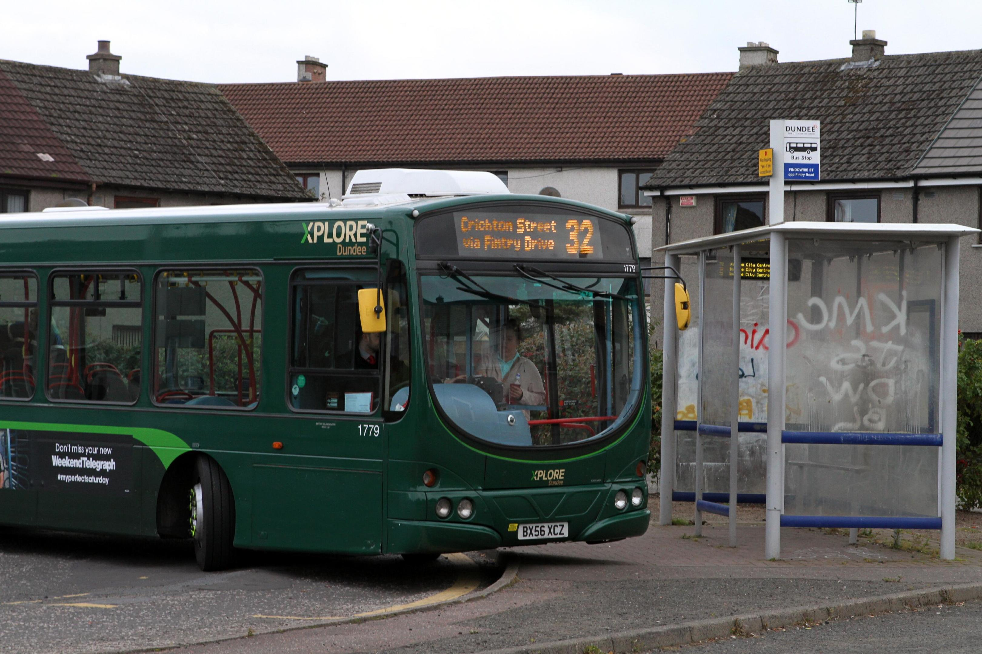 A number 32 bus at the bus stop on Fintry Road.