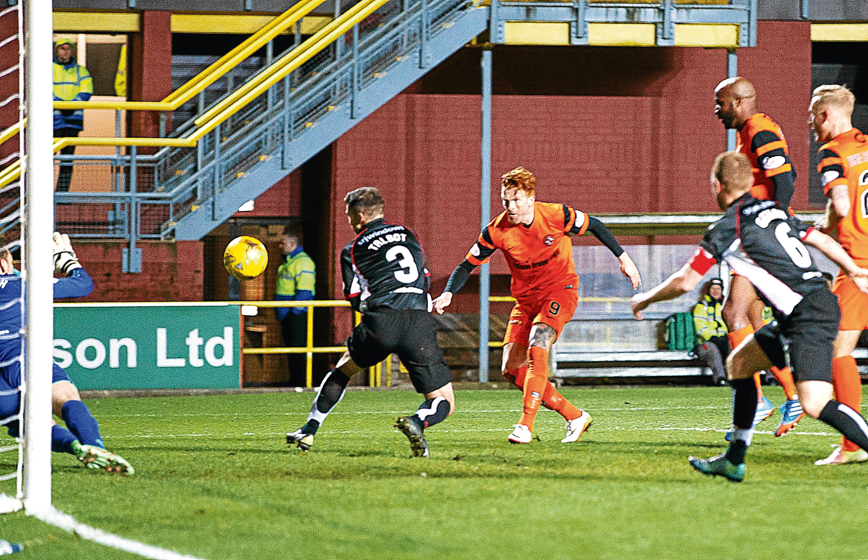 United striker Simon Murray fires in the only goal of the game in the 78th minute to see the Tangerines past a stubborn Dunfermline defence.