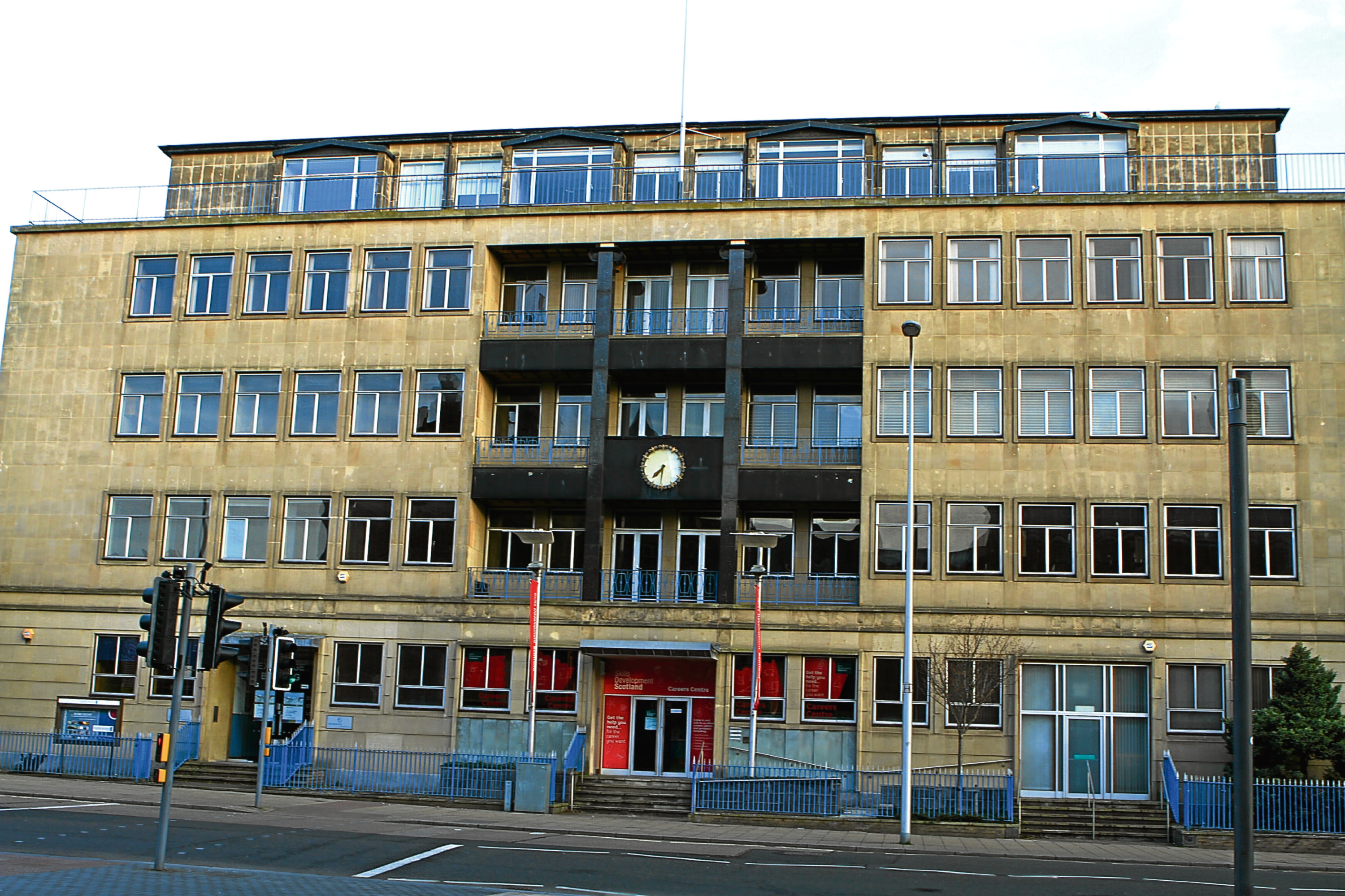 The Royal Exchange building in Dundee is being used to accommodate school pupils after Dundee High School lodged plans with the city council.