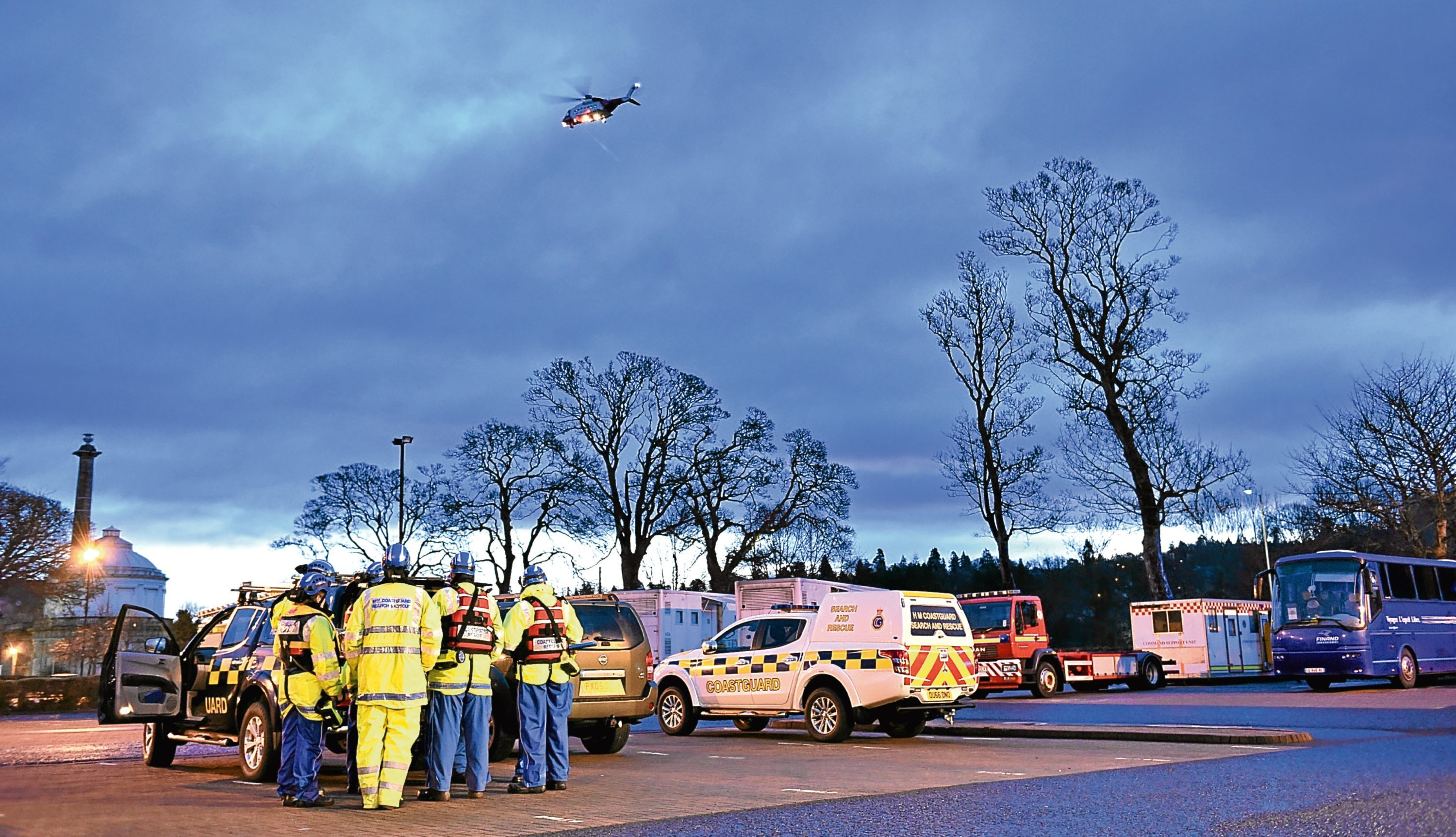 Emergency services near the Tay during the search operation